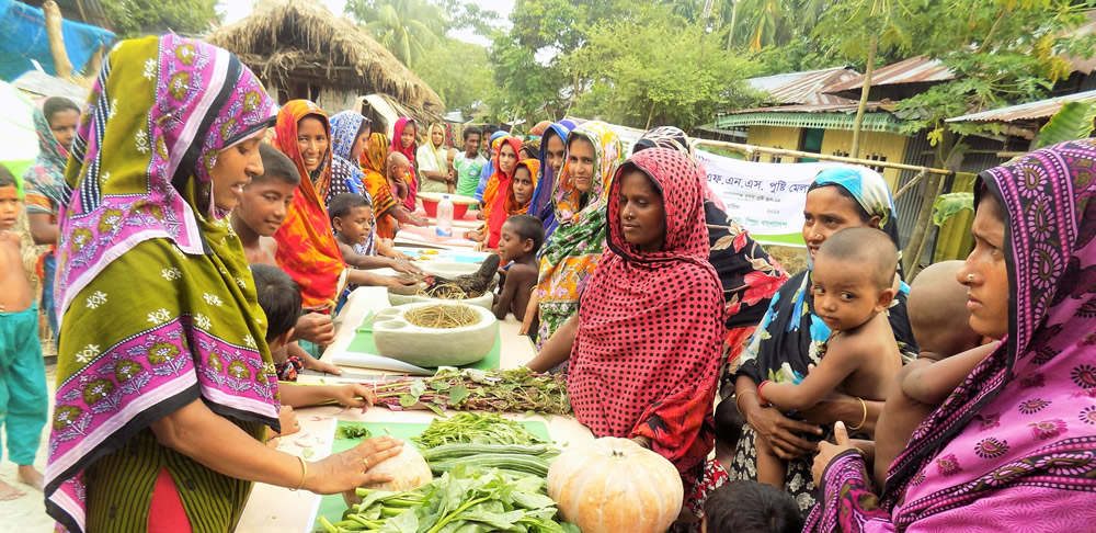 Women sharing information about healthy foods
