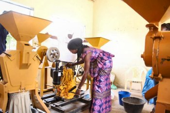 A woman practices starting the motor of a cereal processor during a training organized by SPRING in Kaolack.