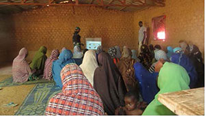 Video being disseminated by the mediator in a women's group in Maradi, Niger