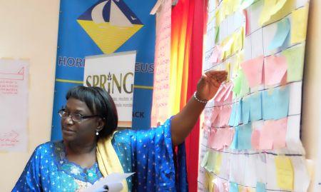 SPRING/Senegal Deputy Chief of Party, Elisabeth Benga-De, presents her group's seasonal calendar.