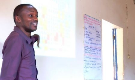 Mamadou Ba, Marketing Officer, presents the macronutrient and micronutrient contents of local foods.