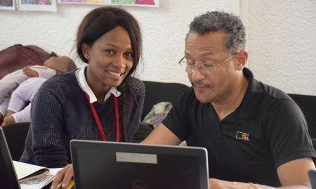 Victor provides Photoshop guidance as Aïssatou Kadè Baldé of La Bulle d'Encre looks on.