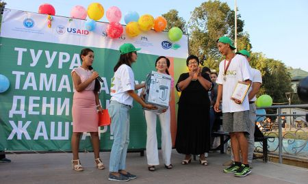 The award ceremony for the 3 fastest runners and other competition winners