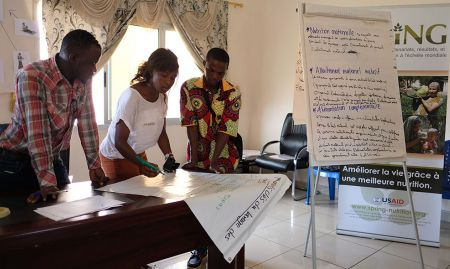 Participants identify the key moments for handwashing.