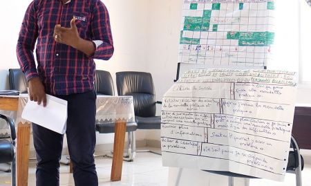 Mamadou Hady Diallo, SPRING/Guinea Technical Director, presents the key steps in behavior change.