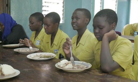 Students of Nabisunsa Girls School eat maize meal (posho) and beans mixed with ground nuts. Since the majority of school meals are made using maize flour, SPRING is campaigning to encourage schools to buy fortified flour. This will also help to prevent and control anemia among schoolchildren, including adolescent girls. Furthermore, this will increase demand for fortified products by small and medium scale millers.