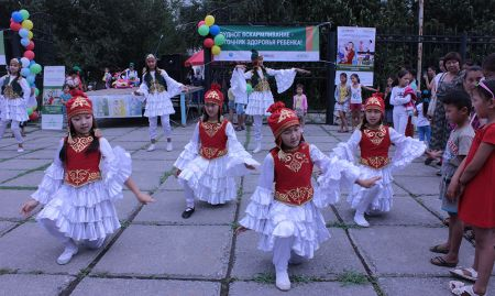 Local dance group Jash Kiyal performs traditional dances as part of SPRING's World Breastfeeding Week event in Kara Kul, Kyrgyzstan in 2016.