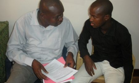SPRING ENA/EHA Advisor Aboubakar Kone instructs a participant during an ENA/EHA training of trainers (TOT)  in Mopti (April 2015)