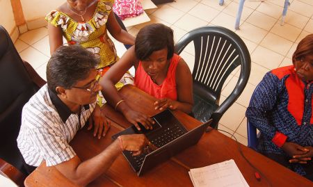 After filming, the members of the hub have to edit the shots into a video. Here, Sharan Basapaa Nadagouda, Digital Green Consultant, works with Marie Tounkara and Jeanette on techniques for editing.