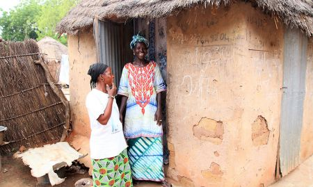 A member of a hygiene monitoring unit pays a visit to a household in Nioro.