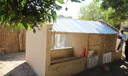 The chicken coop in Nioro Allasane Tall village was constructed according to SPRING/Senegal standards, using community-raised funds, as part of its improved village-level poultry rearing workshop.