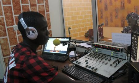 Kaffrine FM takes calls on air from community members.