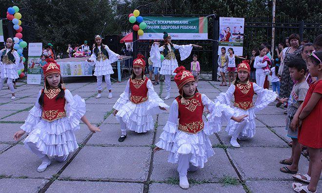 "Local dance group ""Jash Kiyal"" performs traditional dances as part of SPRING's World Breastfeeding Week event in Kara Kul"