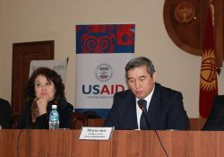 Deputy Minister of Healthcare, Amangeldi Murzaliev, (pictured on right) participates in the ceremony.