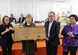 At-Bashy FMC is awarded BFHI certification. Pictured left to right: Jarkyn  Ibraeva, Deputy Governor of Naryn oblast, Nurgul Ibraeva Senior Specialist of MOH, Nurdin Aliev Director of At-Bashy FMC, and Sadat Sattarova Head of Save the Children International Kyrgyzstan office.