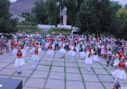 """Local dance group """"Jash Kiyal"""" performs traditional dances as part of a SPRING World Breastfeeding Week event."""