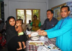 A Civil Surgeon and a family planning officer reward an exclusive breastfeeding mother