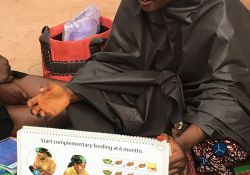 Mrs. Maryam Adams, a C-IYCF Community Volunteer in Kasuwan Magani ward in Kajuru LGA, discusses the introduction of complementary foods to children at 6 months of age.