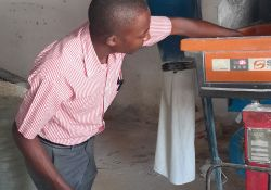 A participant getting familiar with the Sanku machine.